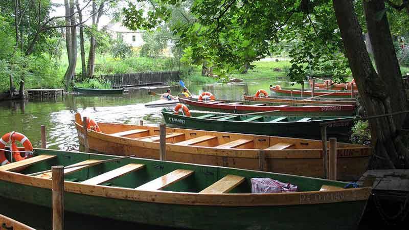 Spływy łodziami z przewoźnikiem
