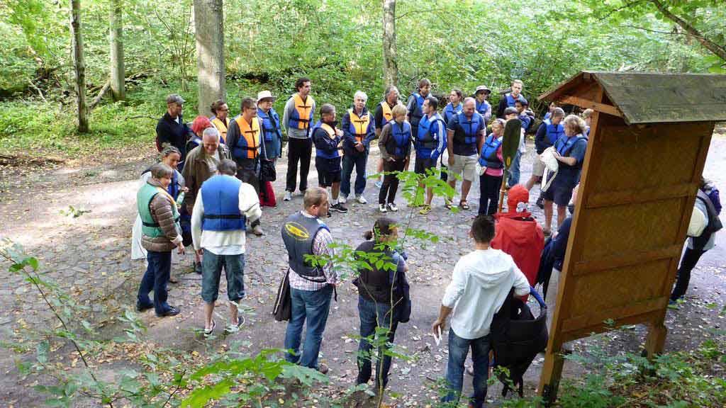 Wypożyczalnia kajaków Wodniak - szkolenie przed splywem w ramach organizacji spływu