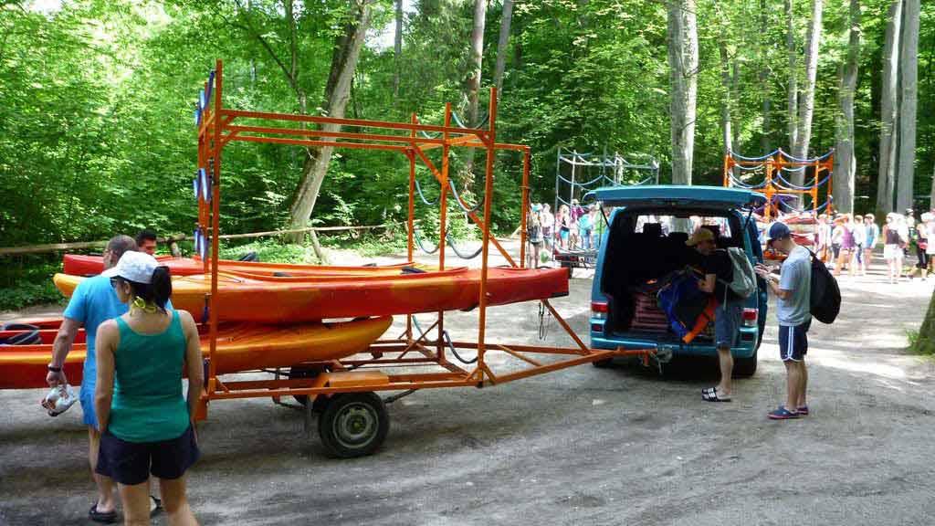 Wypożyczalnia kajaków Wodniak - zorganizowany indywidualnie spływ kajakowy rzeką Krutynią - transport sprzętu i uczestników na miejsce startu