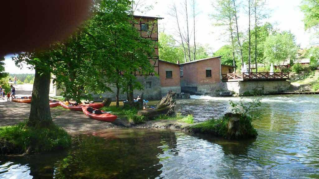Spływ kajakowy Krutynią na odcinku Krutyń - Ukta - mlyn wodny w Zielonym Lasku
