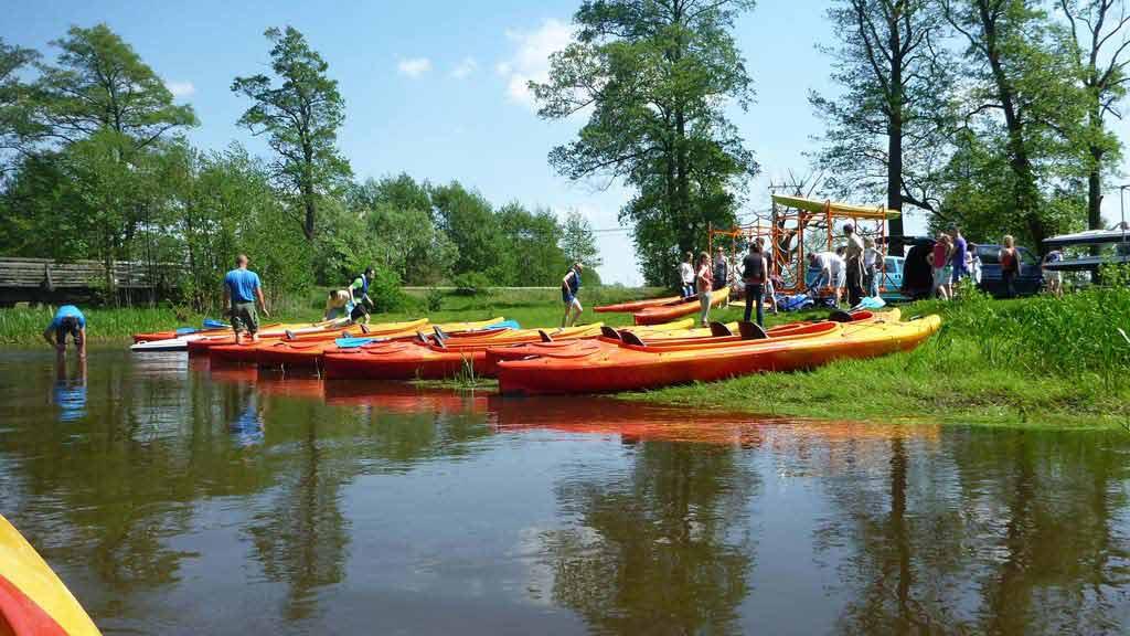 Spływ kajakowy na mazurskim szlaku - zakończenie spływu - przygotowanie do transportu