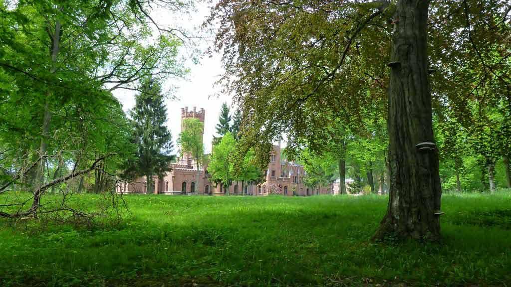 Pałac neogotycki w miejscowości Sorkwity